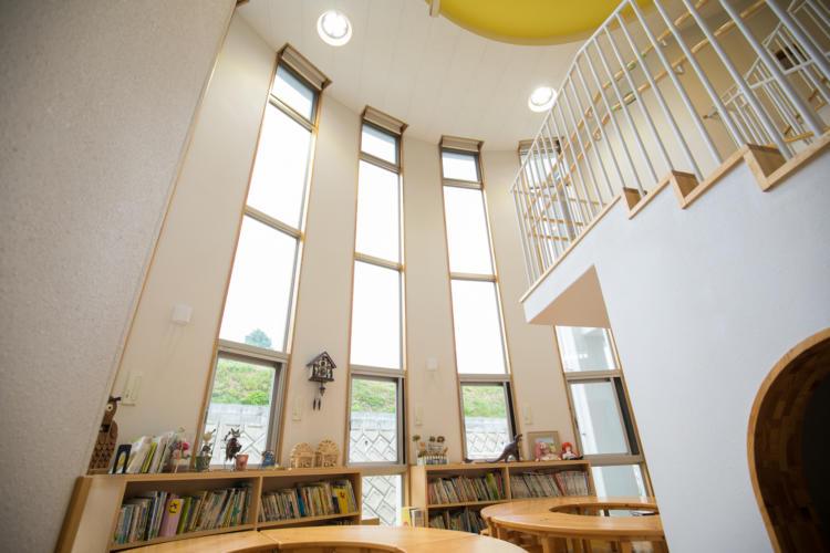 たんぽぽ保育園の図書コーナー