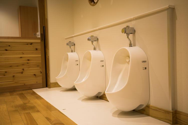 たんぽぽ保育園の男子トイレ