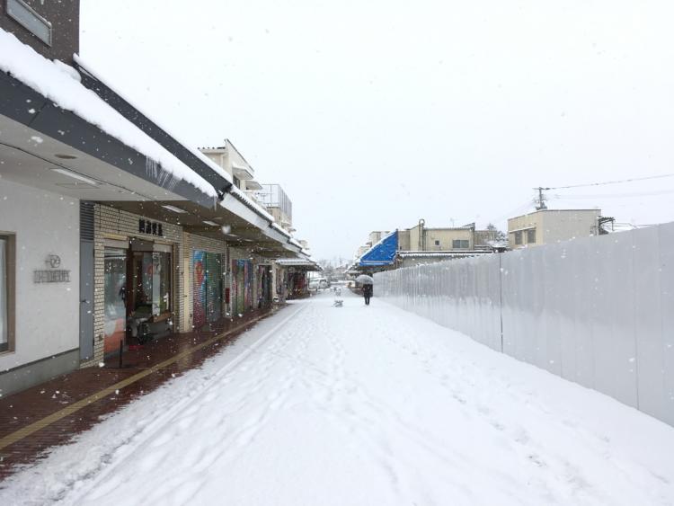 雪の基山モール商店街