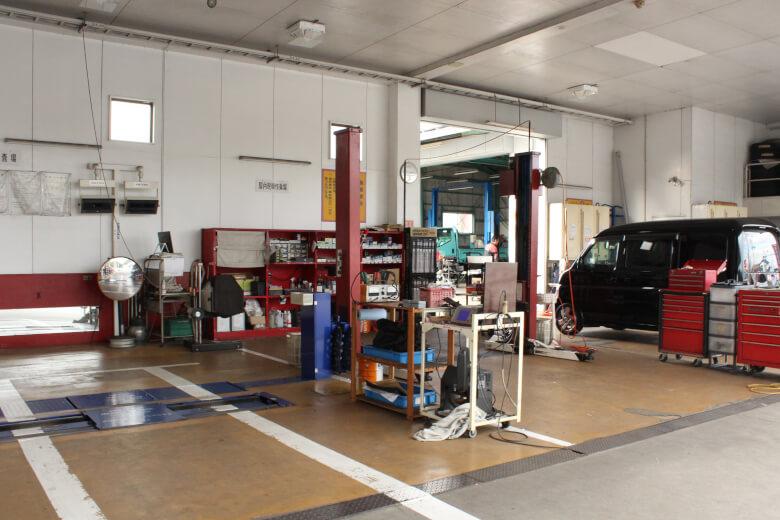 田中石油店の整備工場