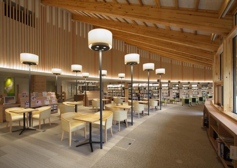 基山町立図書館の内部の様子