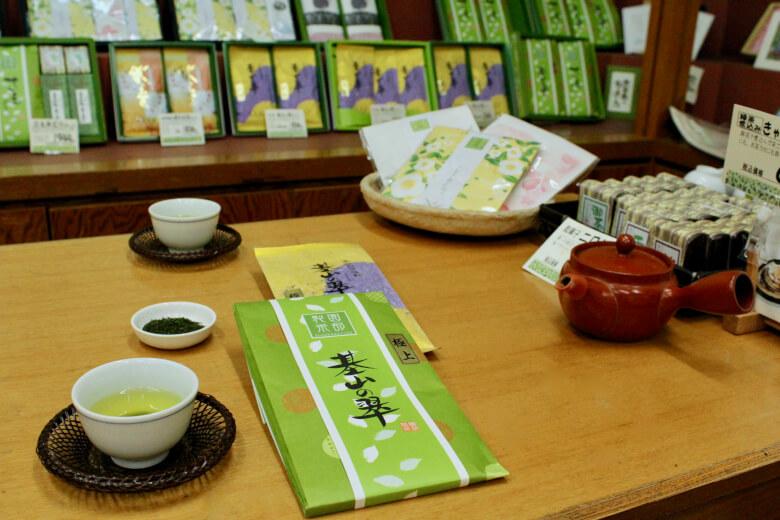 園部製茶の店内試飲スペース